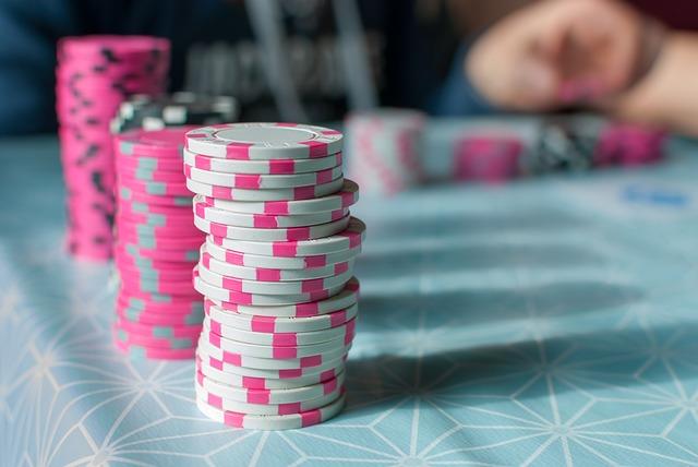 How To Play Domino Poker Winning In Gambling Honey Creeper